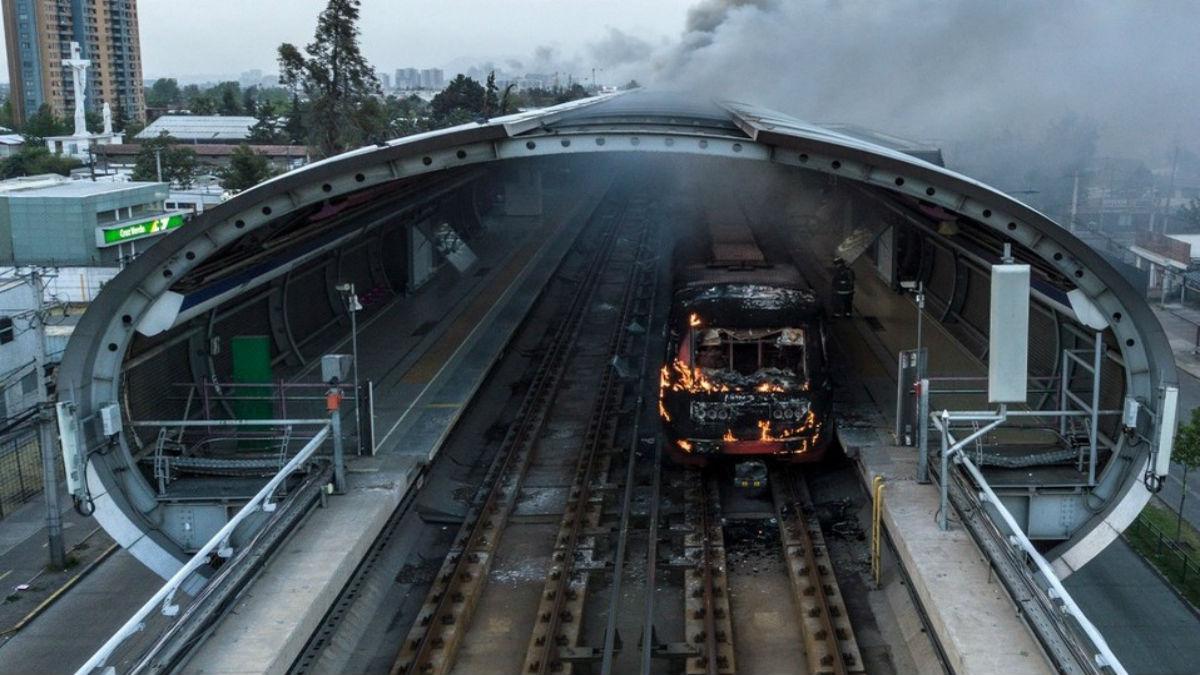 Fiscalía de Valparaíso despidió a un abogado por culpar a Carabineros de incendiar el metro