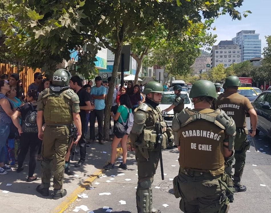 Joven denunció que la obligaron a ir «escoltada» con carabineros al baño durante rendición de la PSU
