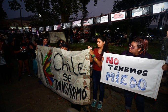 Primera jornada del Festival de Olmué fue recibida con manifestaciones contra el Gobierno