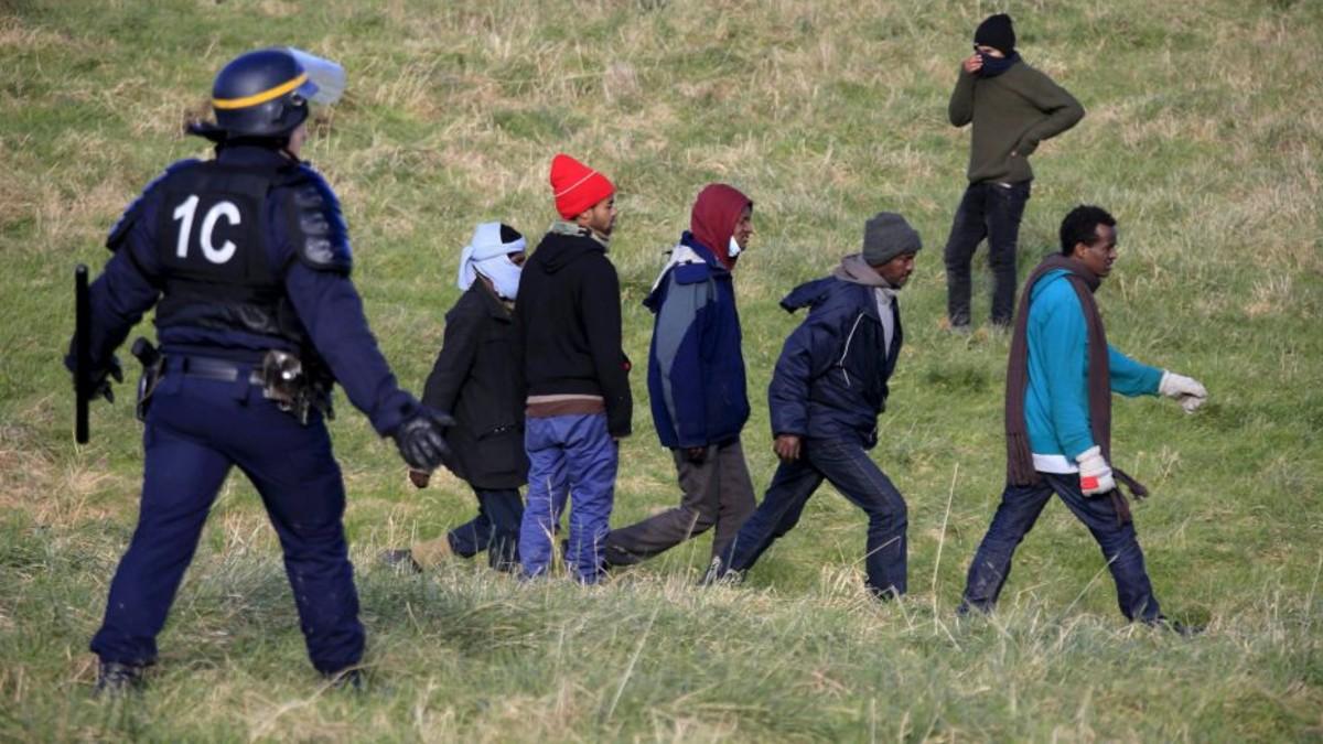 Casi 50 detenidos por tráfico de migrantes en Europa