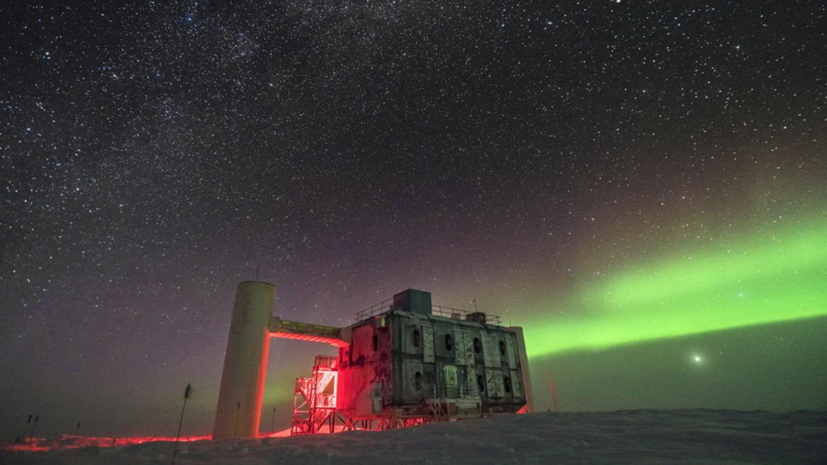¡La realidad supera a la física! Experimento antártico detecta partículas fantasmales