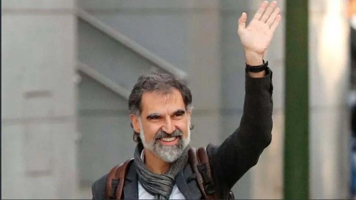 Líder independentista Jordi Cuixart sale de prisión con su primer permiso