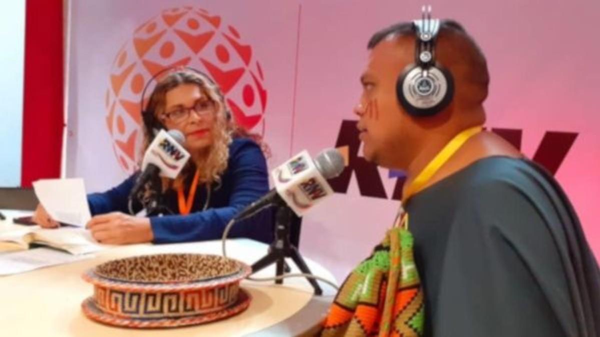 Vocero de movimiento indígena colombiano alza su voz en contra de los asesinatos de líderes sociales