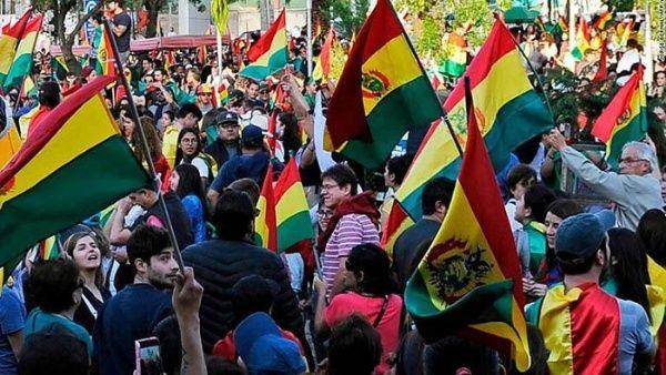 Bolivianos marcharon en Cochabamba contra el gobierno de facto y a favor de la paz