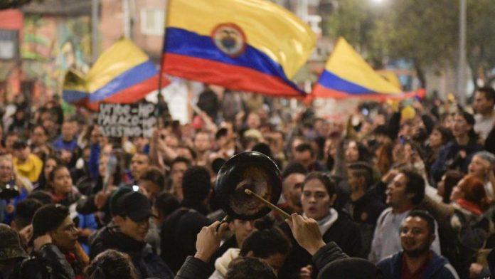 La Colombie brûle : demande au Duque de dissoudre l'Escadron Mobile Antiémeute