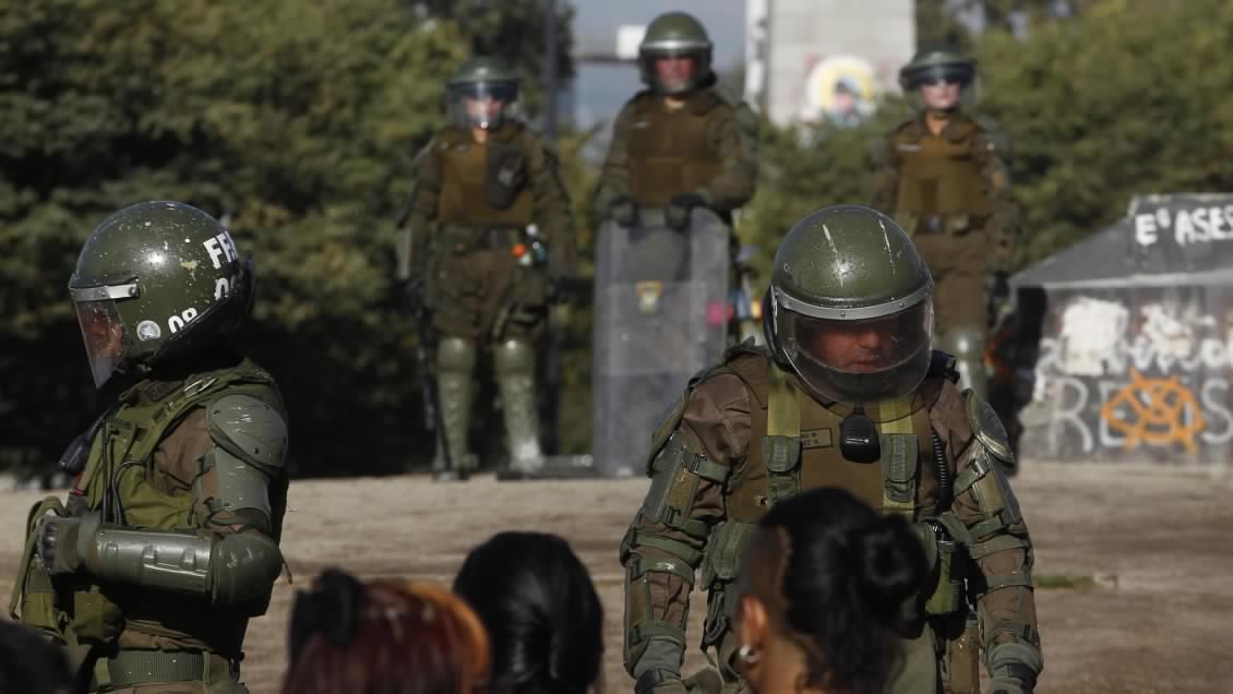 «Identificamos un entramado macro criminal»: Defensoría Jurídica de la U. de Chile presentó 2 querellas por represión en Plaza Dignidad y Plaza de Maipú