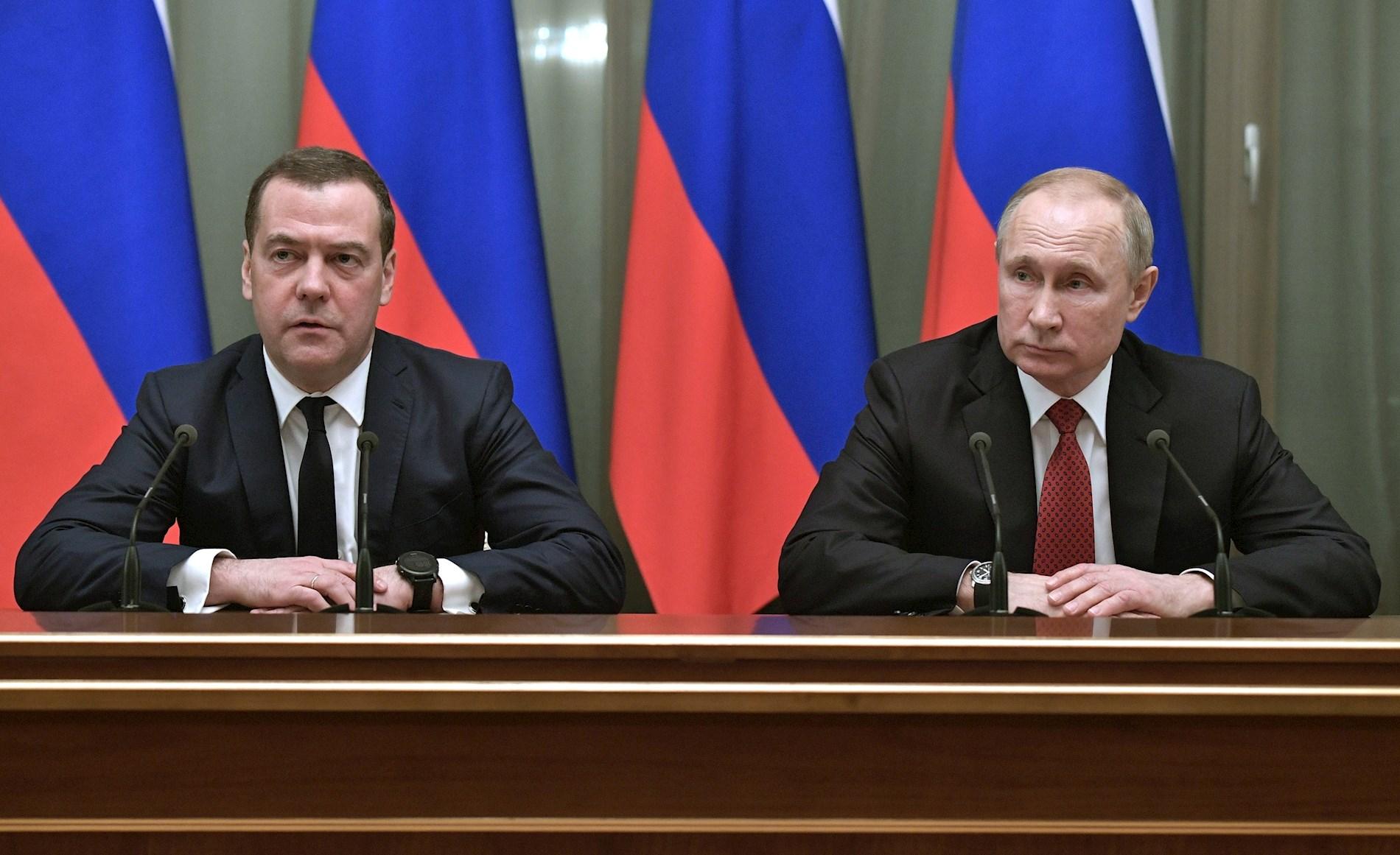 Medvédev anuncia su dimisión y de todo el gabinete del Gobierno ruso