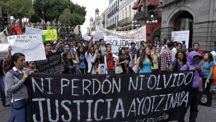 Encuentran restos humanos que podrían pertenecer a los 43 normalistas de Ayotzinapa