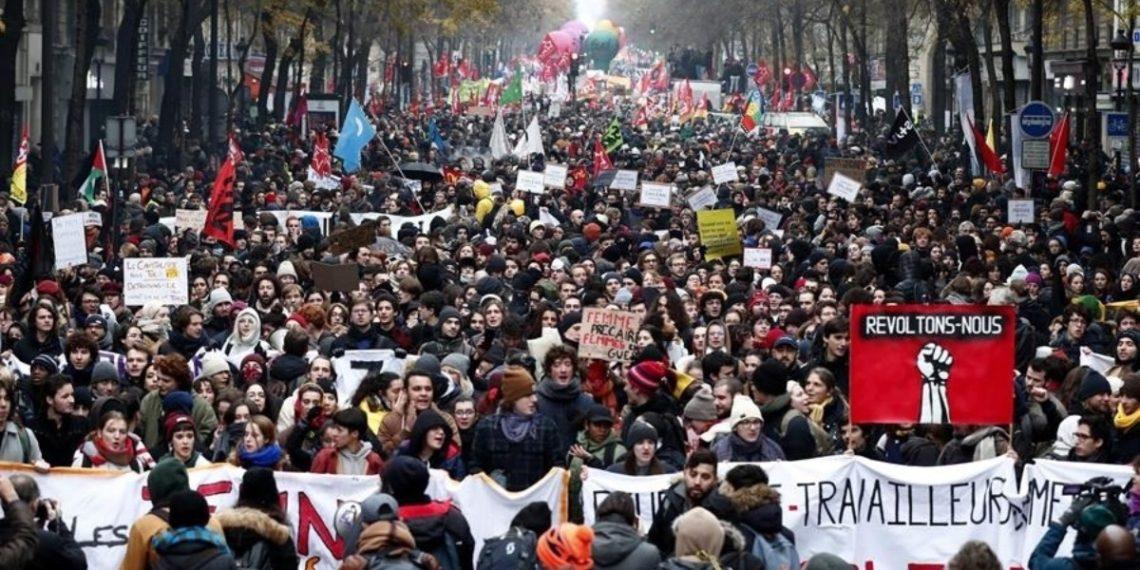 La France a commencé l'année enveloppée de la crise sociale la plus importante de son histoire récente