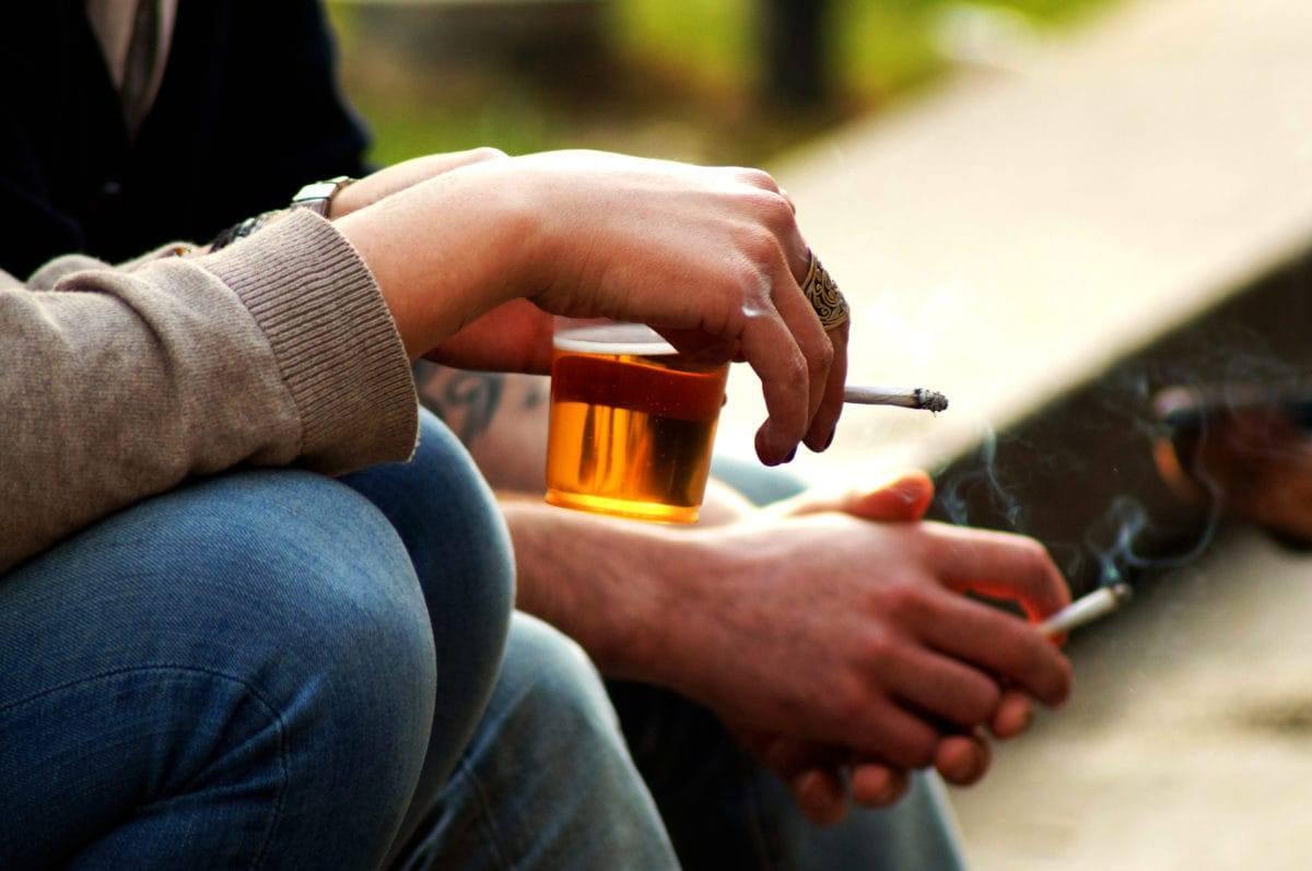 Tabaquismo y alcohol podrían aumentar el envejecimiento del cerebro