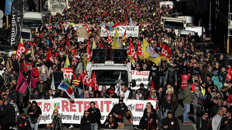 Franceses respondieron masivamente al llamado de los sindicatos contra reforma de pensiones