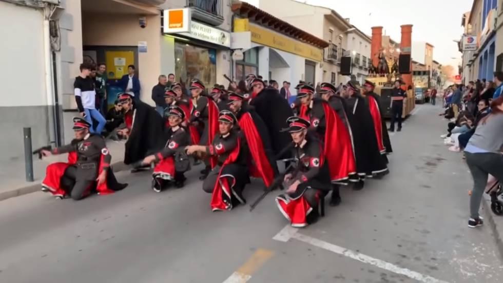 Denuncian banalización del holocausto judío en una comparsa durante carnaval de Manchego