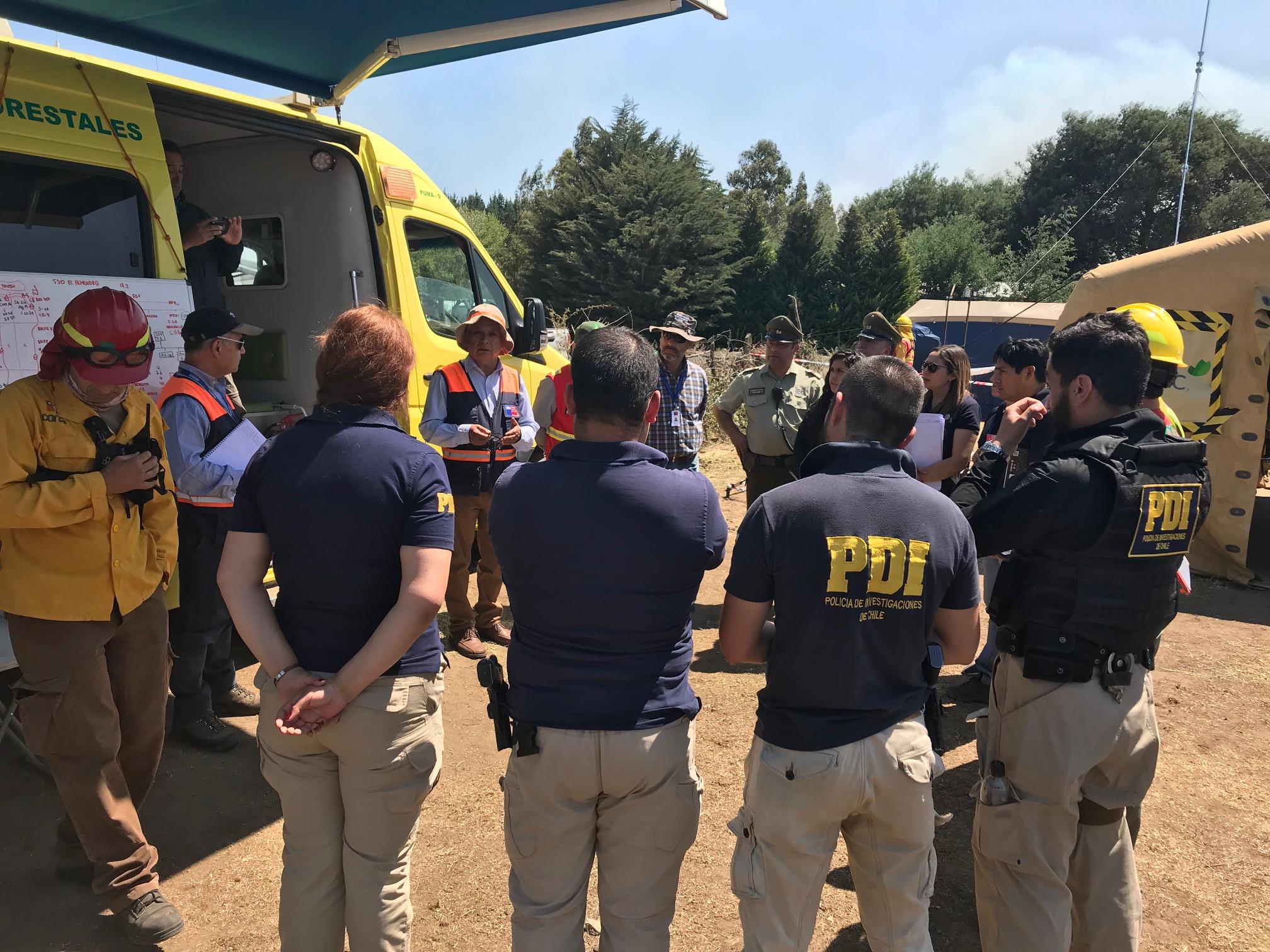Incendio en Reinaco afecta más de mil hectáreas y destruye tres viviendas
