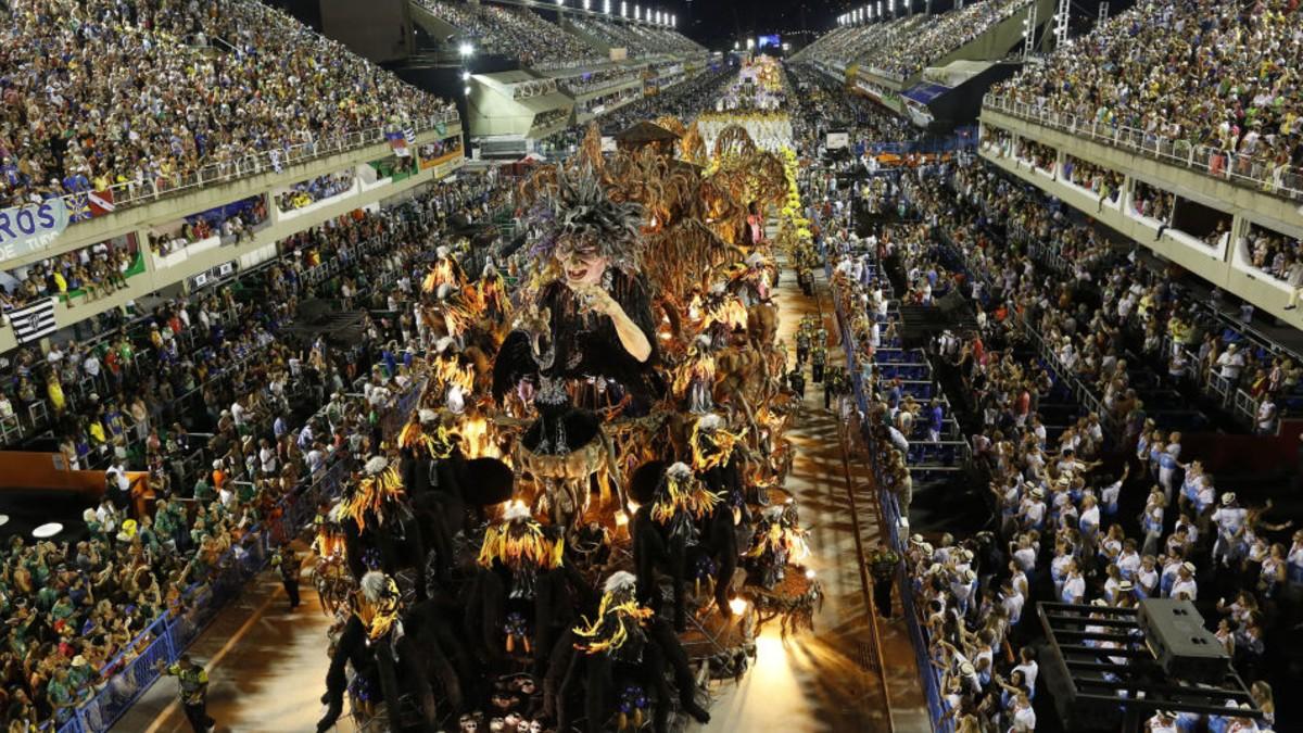Las fake news más controvertidas de Bolsonaro se dieron cita en el Sambódromo de Río