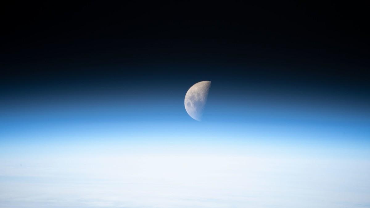 (Video) Descubren que a nuestro planeta Tierra lo orbitan dos lunas