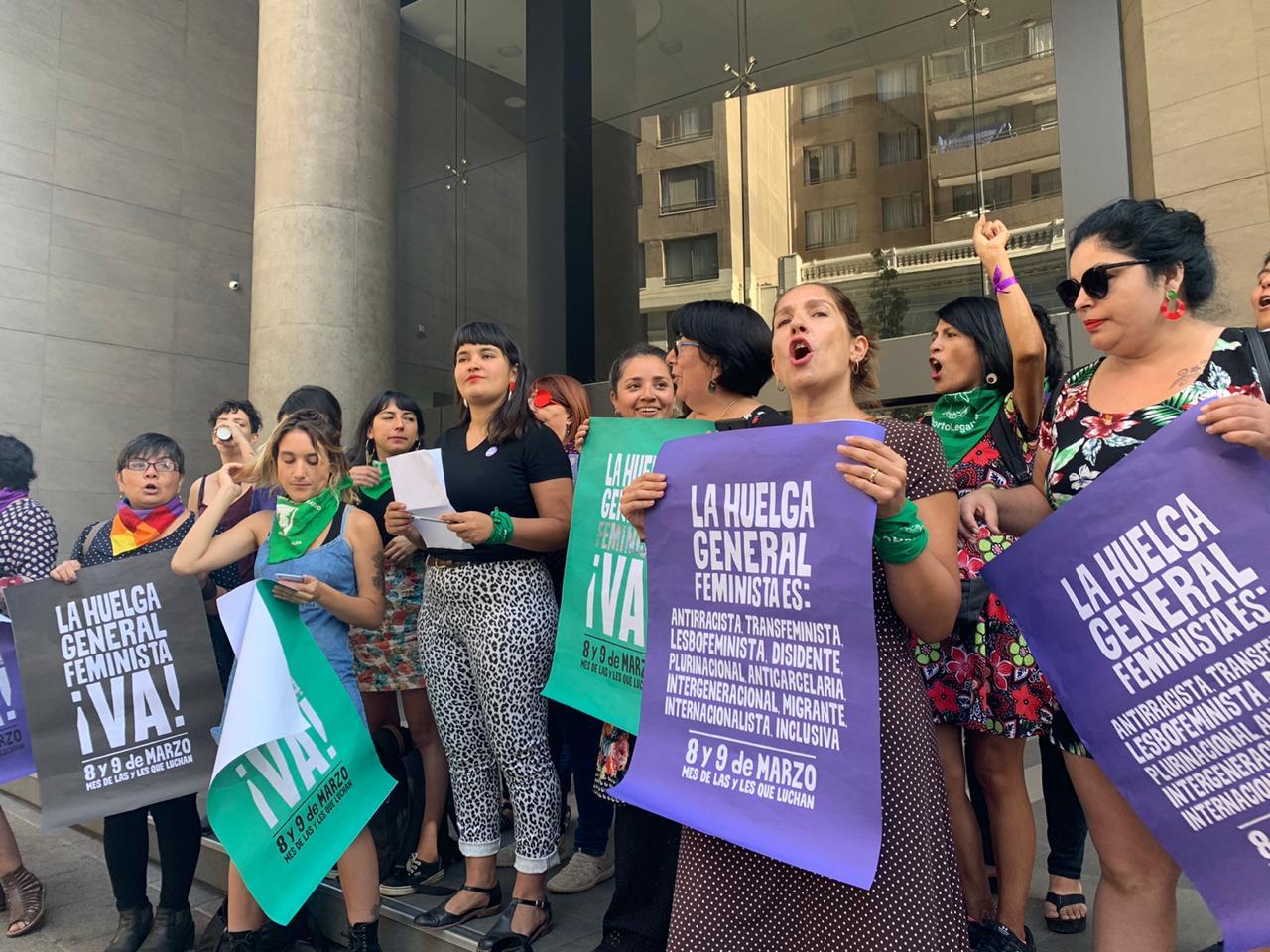'Vamos a exigir nuestro derecho constitucional a manifestarnos': Organizaciones feministas rechazan invitación a negociar del Gobierno