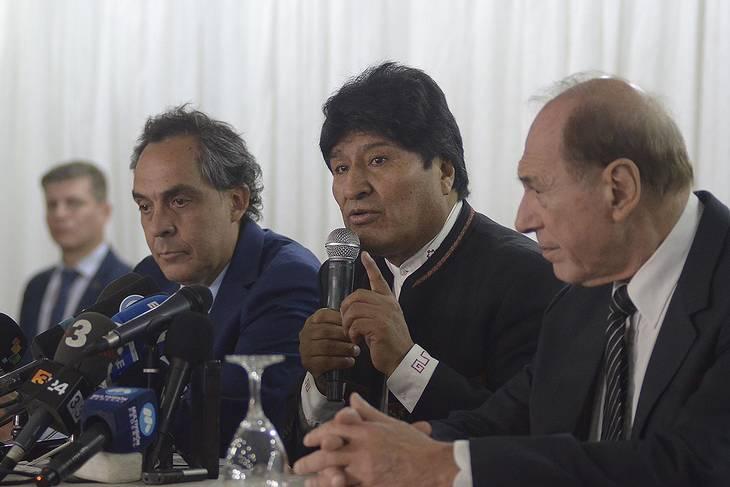 Abogados sugieren a Morales recurrir a la SIDH si es inhabilitado como candidato
