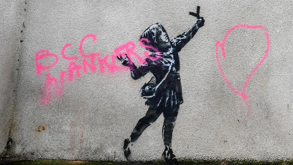 Banksy regaló un mural para el amor y lo destrozan