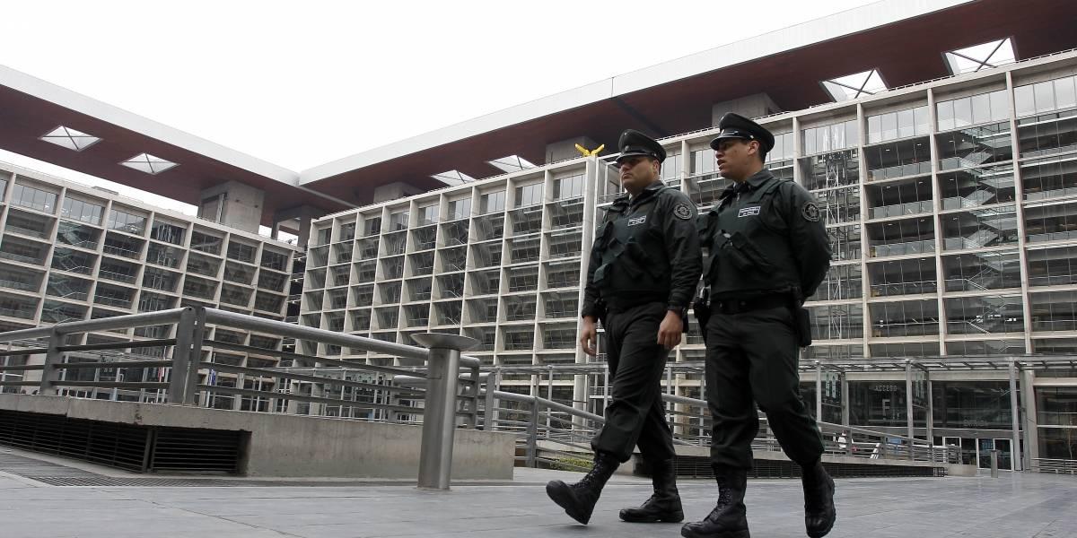 """Gobierno dice que """"no es una posibilidad"""" querellarse en el caso del fusil AK-47"""