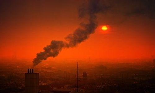 Riesgo de enfermedad renal crece en quienes viven en áreas con más contaminación del aire