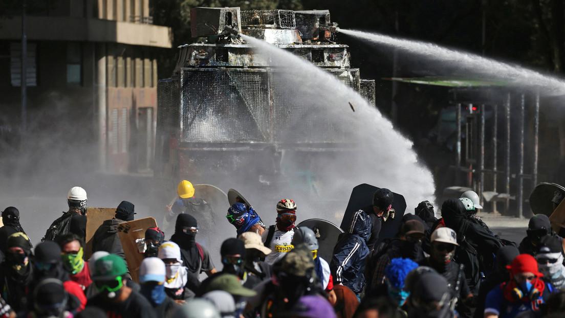 Represión de Carabineros e incendio en Vicuña Mackenna marcan protesta en Plaza de la Dignidad