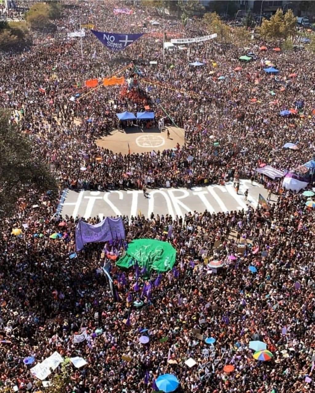 «¿Cuál fue el afán de «engañar»?: Desmienten cifra de 150 mil asistentes a marcha del 8M dada por Carabineros