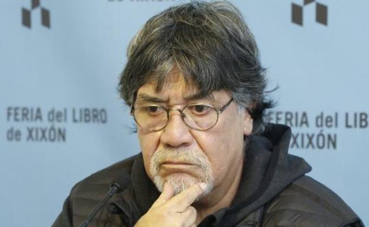 Escritor chileno Luis Sepúlveda se contagió el coronavirus en España