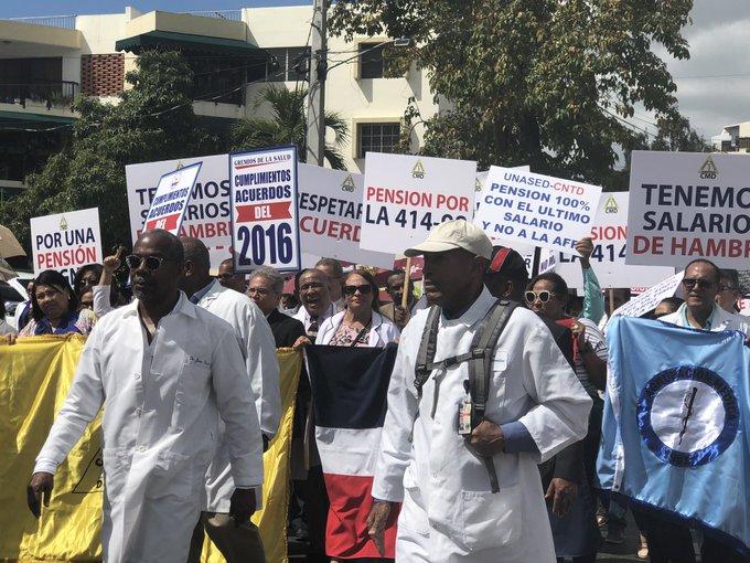 Médicos dominicanos exigen cumplimiento de acuerdos de ajuste salarial