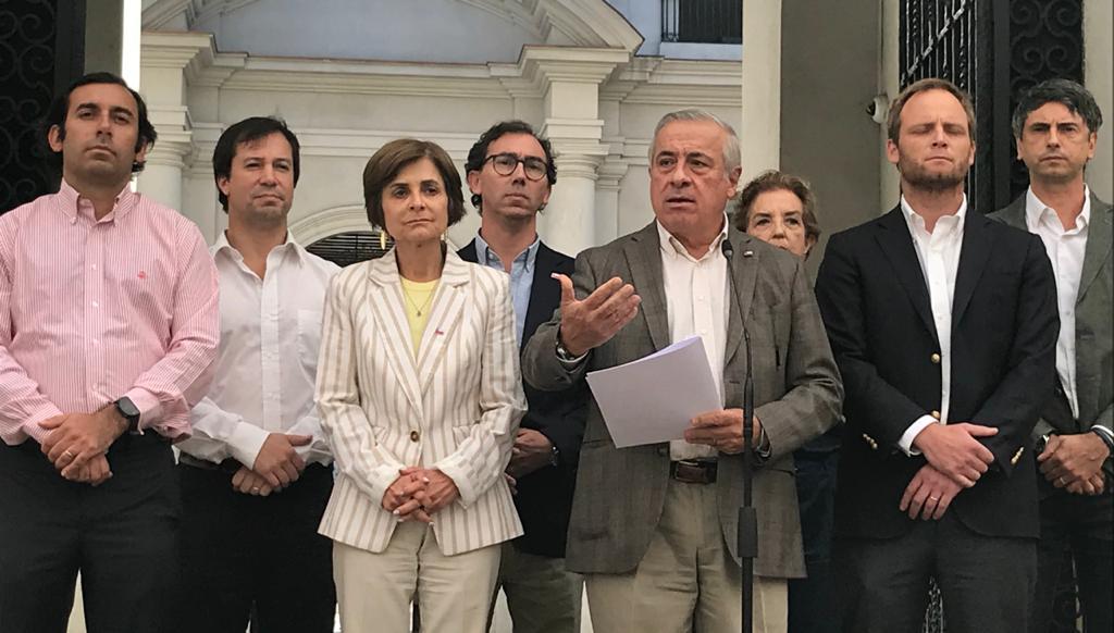 Presentan recurso de protección contra Mañalich por negarse a declarar cuarentena total