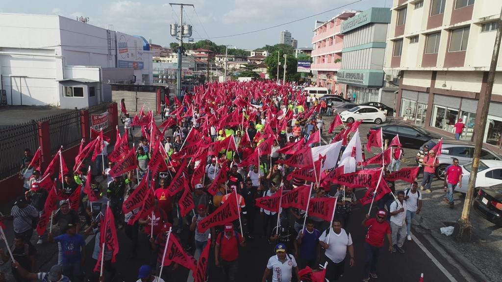 """""""Por el hambre y la desesperación"""":  Trabajadores panameños marcharon para exigir mejoras"""