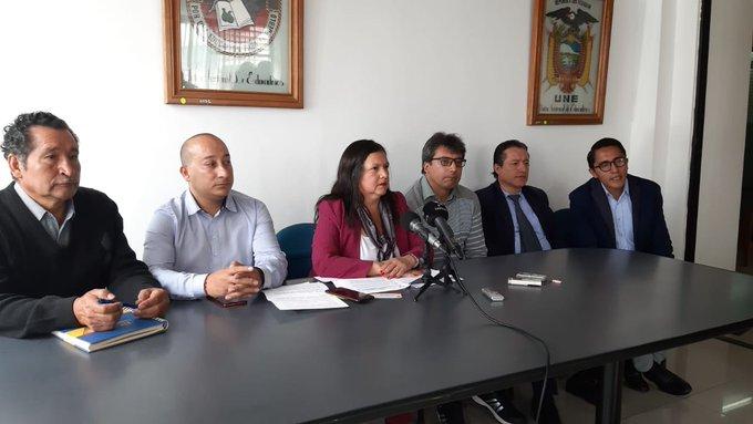 Maestros ecuatorianos exigen a Moreno revisar medida que reduce salarios