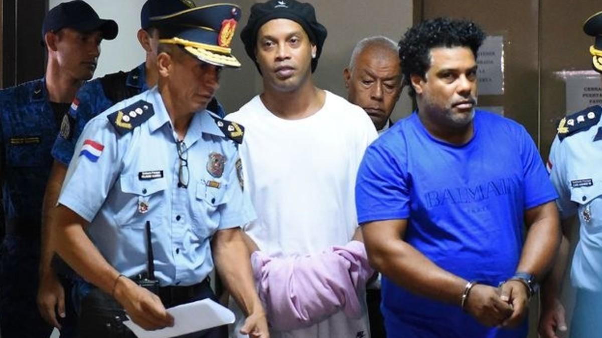 Ronaldinho y su hermano quedan en prisión preventiva en Paraguay