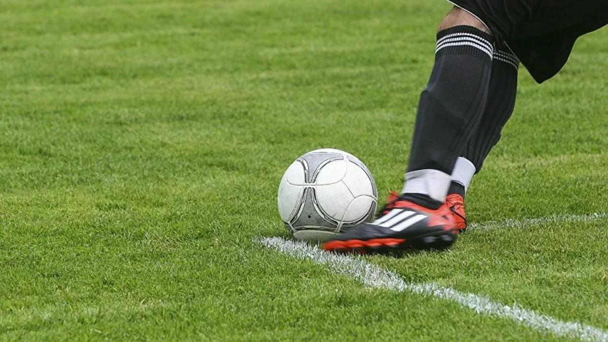 Fútbol francés reinicia actividades el 22 de agosto