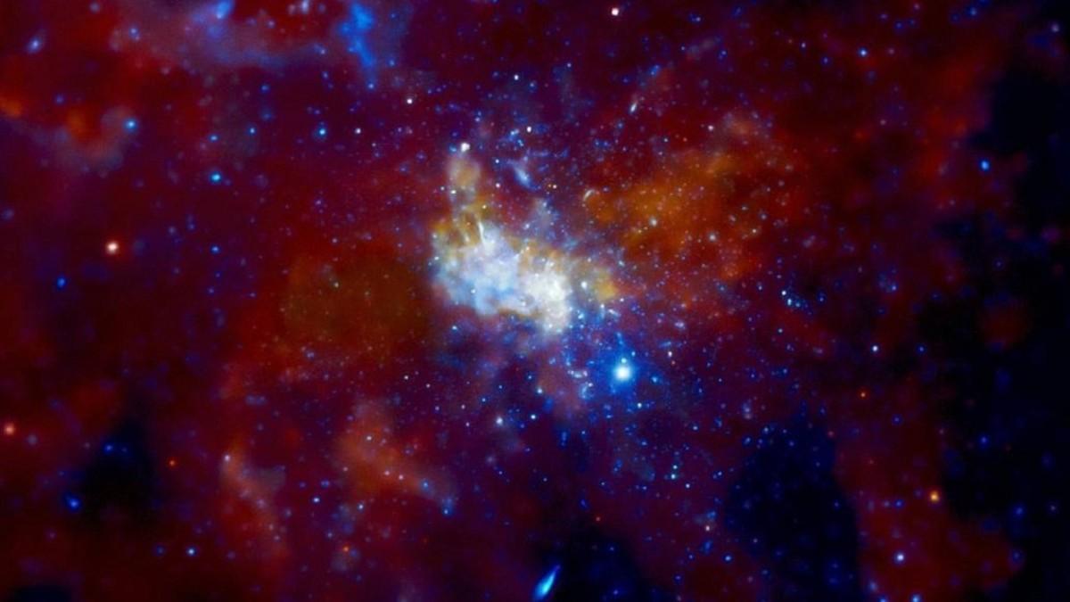 Agujero negro supermasivo en el centro de nuestra galaxia se encuentra cada vez más activo