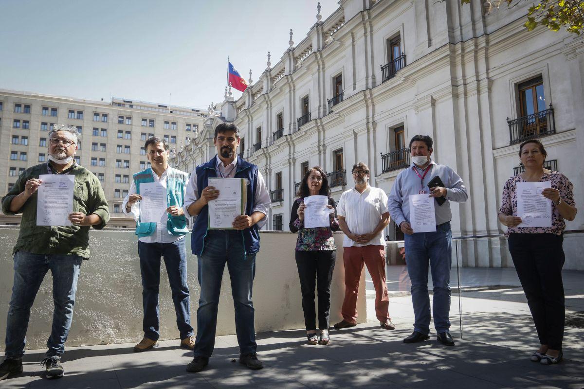 Alcaldes piden cuarentena total en toda la Región Metropolitana: Entregaron carta a Piñera en La Moneda