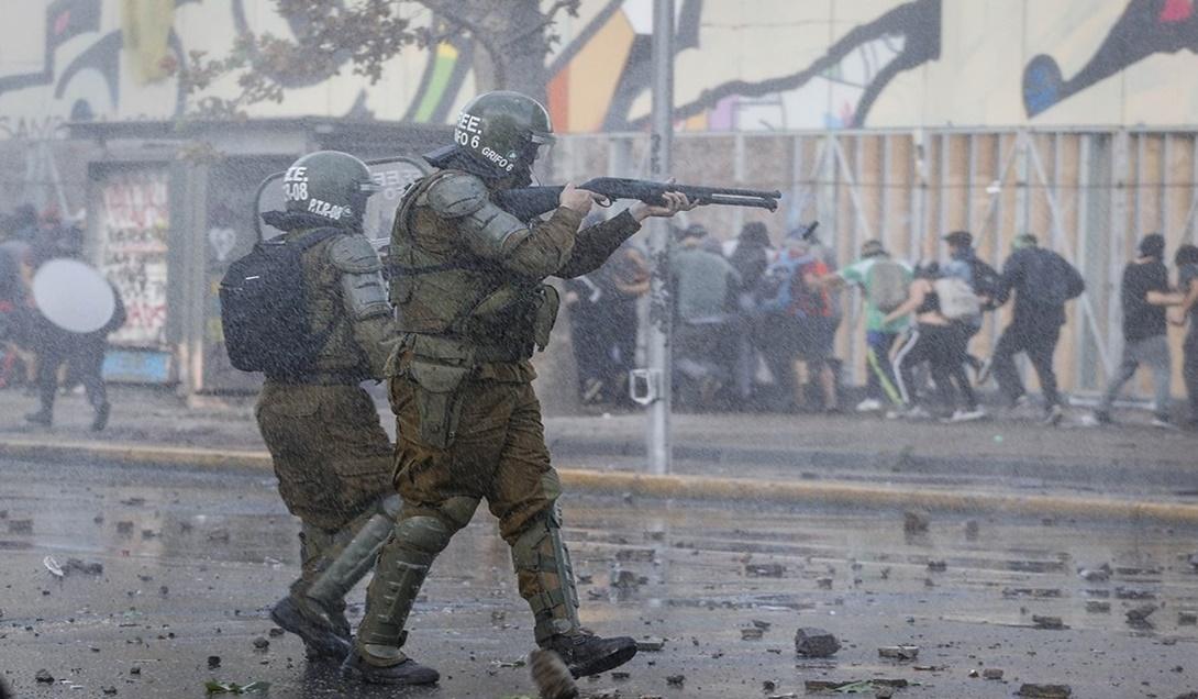 Presidente de la Suprema a Carabineros: Mantención del orden público y respeto a los derechos humanos no son incompatibles