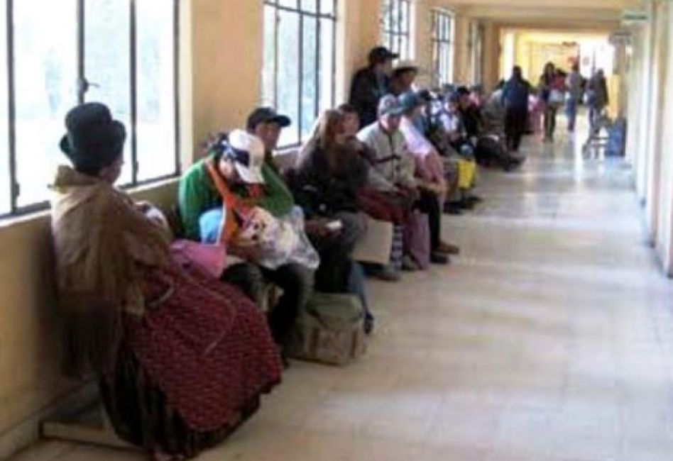 Denuncian colapso de hospitales en Bolivia