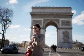 Francia acelera la producción de tapabocas y encarga mil millones de mascarillas chinas
