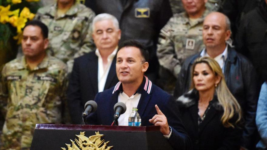 Gobierno de facto de Bolivia ratifica a ministro de Defensa  que encabezó masacre