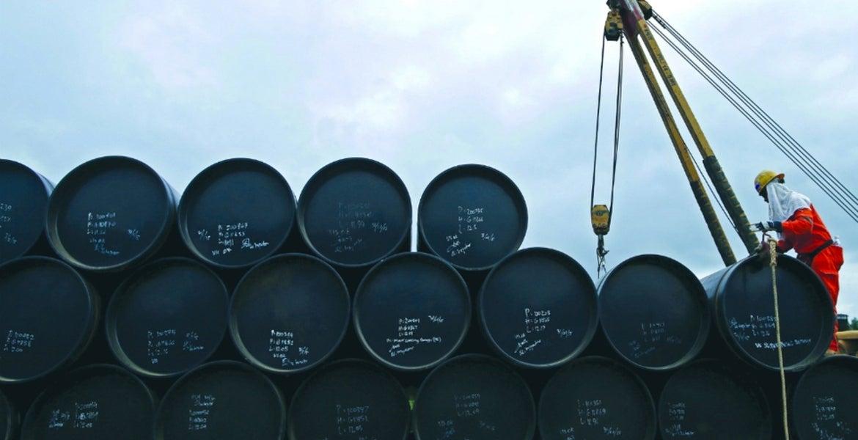 El precio del crudo Brent cae por debajo de los 23 dólares por barril por primera vez desde 2002