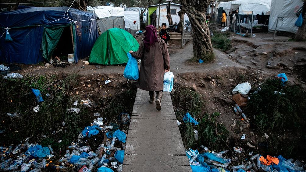 Incendian el mayor campo de refugiados en Grecia presuntamente por huir del covid-19