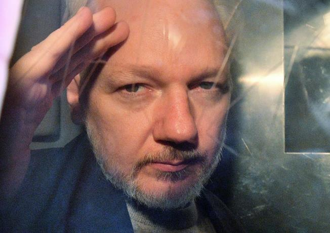 Assange tuvo dos hijos con su abogada durante reclusión en embajada de Ecuador