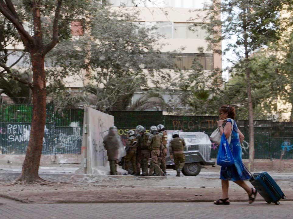 Estrenan en Chile, Perú y España documental sobre los rescatistas de Plaza Dignidad: Puedes verlo acá