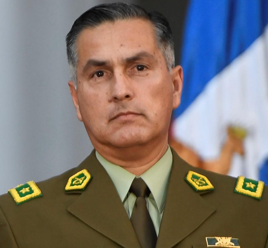 Declaran admisible querella por desacato contra general director de Carabineros en caso de torturas a menor ocurrido en 2014