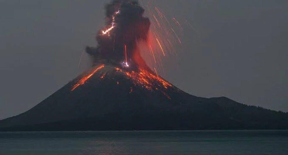 ¡Impresionante! 15 volcanes registran explosiones en una misma noche