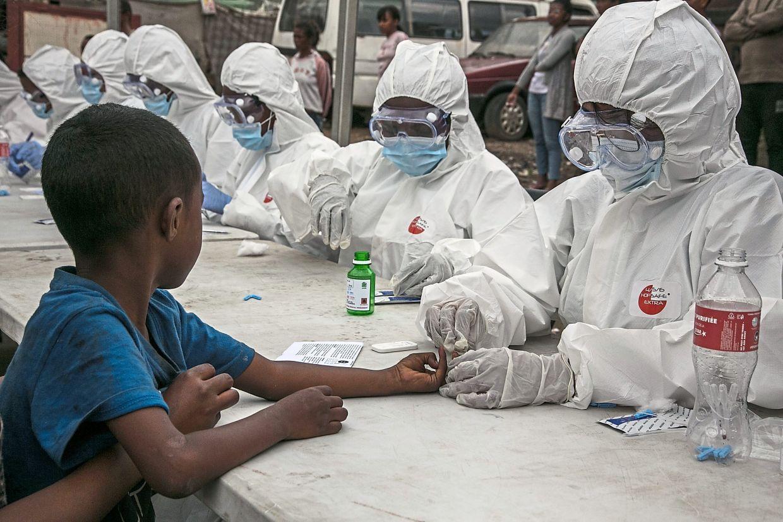Hospitalizan a 15 niños en Nueva York con un virus desconocido, posiblemente vinculado al covid-19