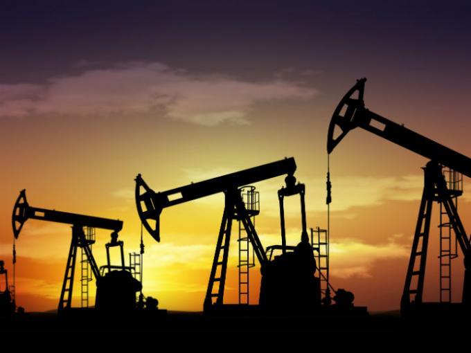 Trump solo piensa en poner a tope sus reservas de petróleo mientras el precio se desploma