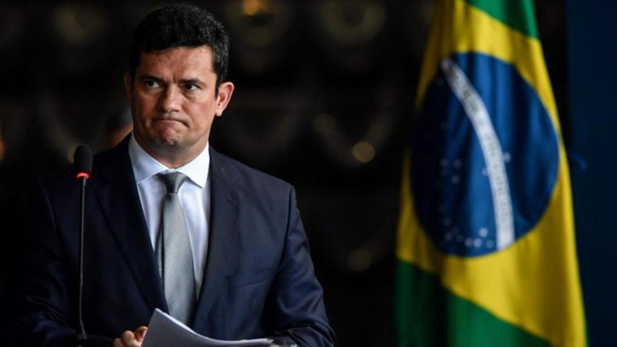 En plena pandemia Bolsonaro destituye al director de la Policía Federal de Brasil