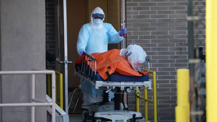 EE. UU. supera las 60 mil muertes por COVID-19 y compra 100 mil bolsas más para cadáveres