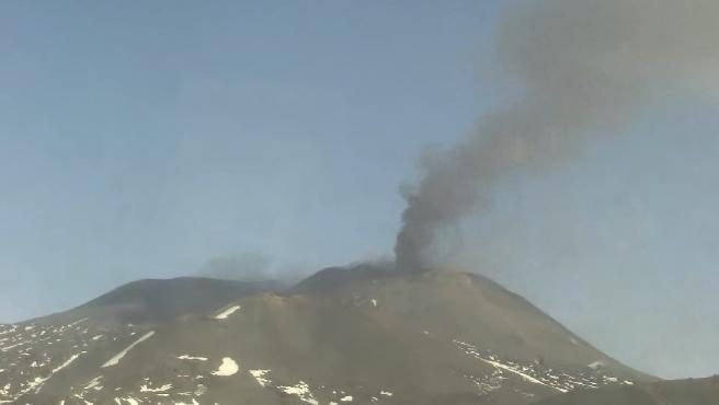 (Vídeo) El volcán más grande de Europa entró en erupción